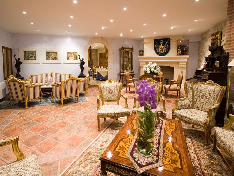 Salón del hotel Residencia Castillo de Curiel